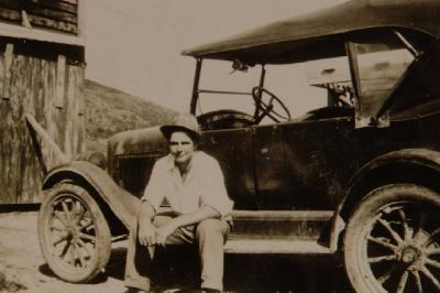1924 Chevrolet (looks like Harry Lapwood?)