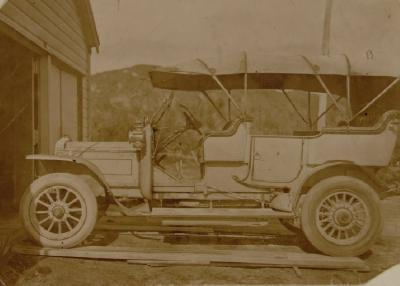 1912 Daimler outside Kusabs garage - Fenton/Meade Street corner (now Landmark 1988)